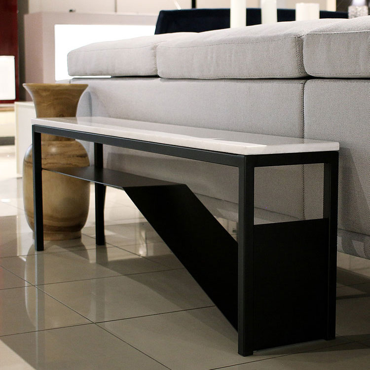 Genëdee et Atelier Bussière - Banc Nevada en marbre bianco rhino et base de métal noir mat